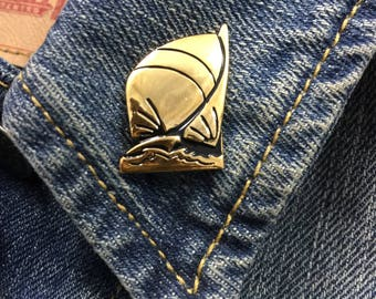 Vintage Gold Tone Sail Boat Pin (stock# 880)