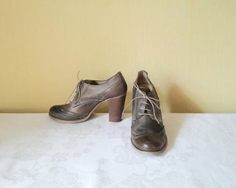 Vintage 1980s Black Woven Wingtip Oxfords by Nicole  Black Flats Shoes  Minimalist Lace Up Shoes  Size 6 Narrow