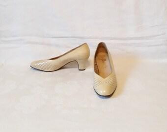 vintage beige leather women pumps shoes German Size 6 1/2 UK block heels