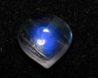 height 6 mm 1 pcs Best Quality Rainbow Moonstone Blue Fire Cabochon Heart Shape Size 10-10 mm