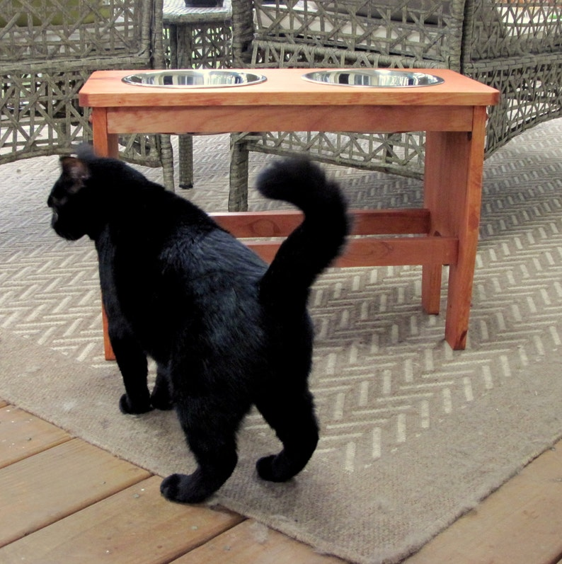 12 to 18 inch Elevated pet feeding stand for large dogs. You image 0