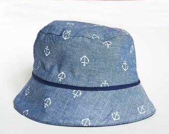 Chapeau de bébé, bob garçon fille, en chambray imprimé ancre marine. Cadeau de naissance et baby shower