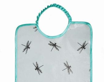 Grand bavoir à élastique en coton enduit imprimé libellule bleu clair et turquoise, bavoir fille ou garçon