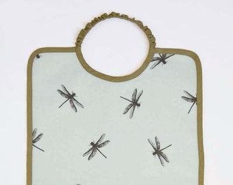 Grand bavoir en coton enduit à élastique imprimé libellule bleu clair et kaki, bavoir fille ou garçon