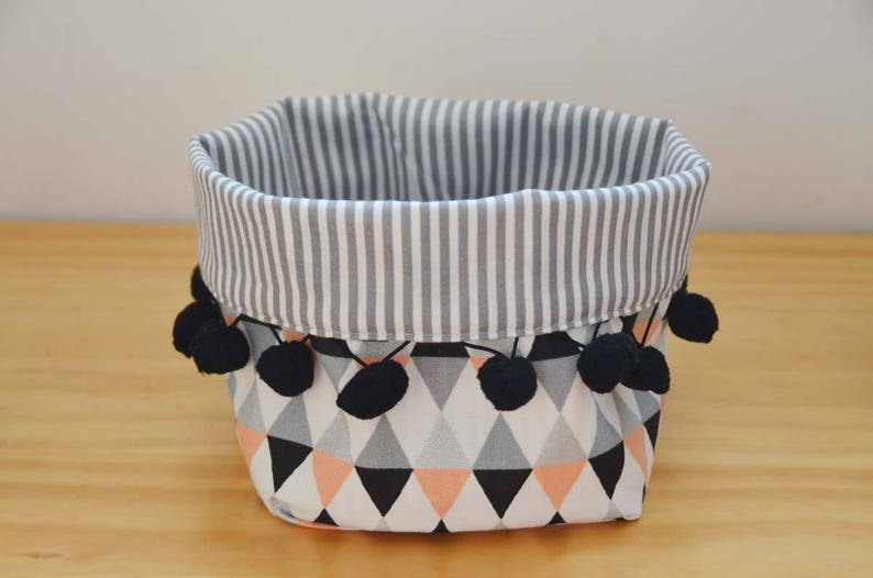 Tidy basket printed triangle and PomPoms white coral black image 0