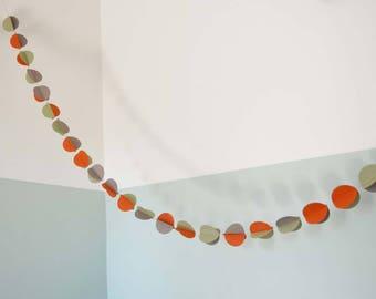 Guirlande en papier, décoration chambre bébé, boules 3D, orange, vert et gris beige