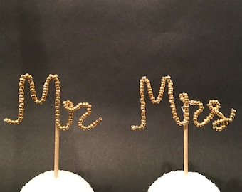 Mr & Mrs cupcake toppers - Set of 6