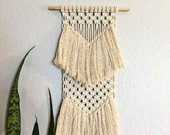 Macrame Wall Hanging / Wall Hanging / Small Wall Hanging / Small Macrame Wall Hanging