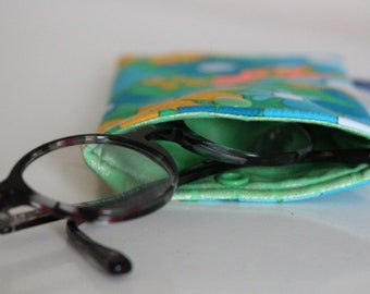 Case with quilted glasses and fully lined vintage series