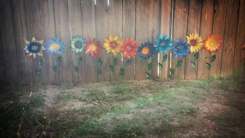 Glittering Flower Garden Stakes Metal Garden Stakes Yard image 0