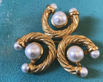 Gold and pearl vintage brooch