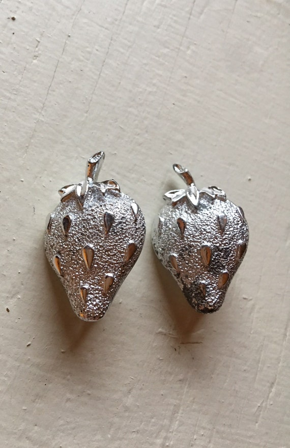 Sarah Coventry Strawbery Brooch and Clip Earring Set Vintage Sarah Cov silver strawberry set