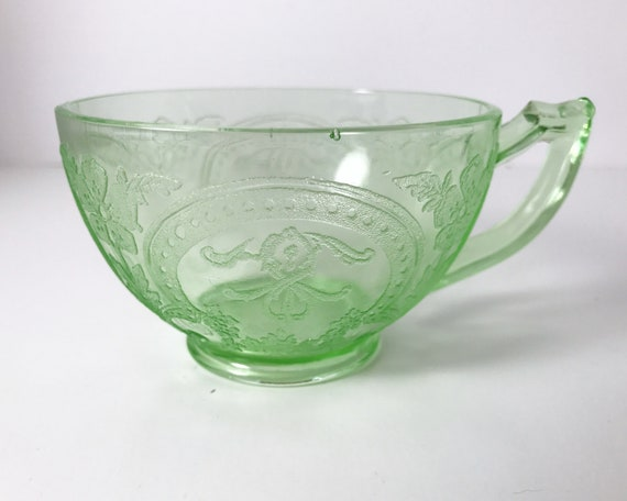 """Indiana Glass """"Horseshoe"""" Green Depression Glass Cup"""