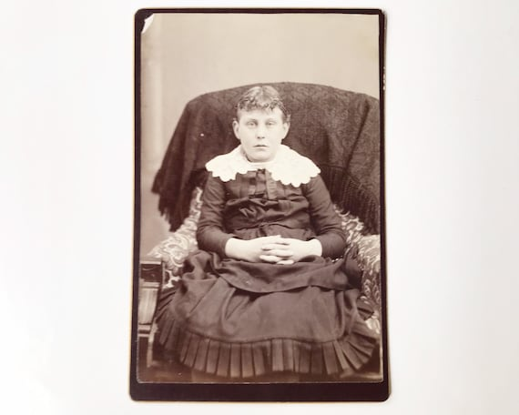Antique Cabinet Card of Portrait of Young Girl by J. W. Riggs, Photographer, Lewiston, Idaho