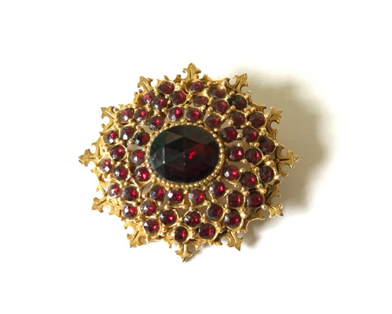 "Vintage Arthur Pepper ""Art"" Signed Jewelry Brooch - Faux Garnet and Gold Tone"
