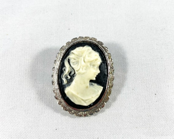 Vintage Costume Jewery Cameo Brooch Black and White
