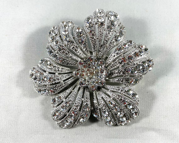 Vintage White Rhinestone Flower Brooch - Unsigned Diamante Costume Jewelry