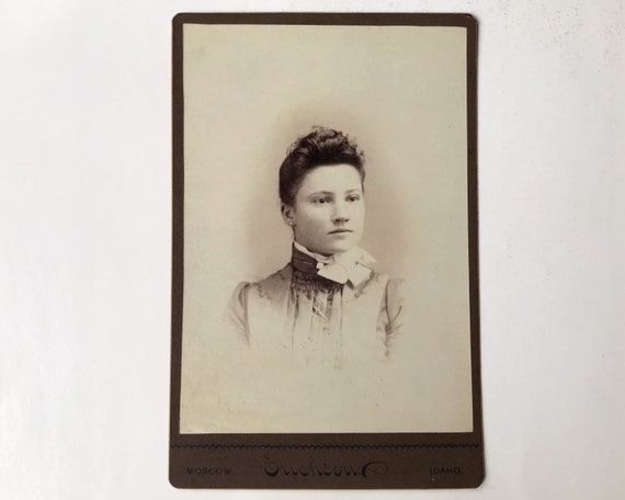 Antique Cabinet Card of Portrait of Beautiful Young Woman, Henry Erichson Photographer, Moscow, Idaho
