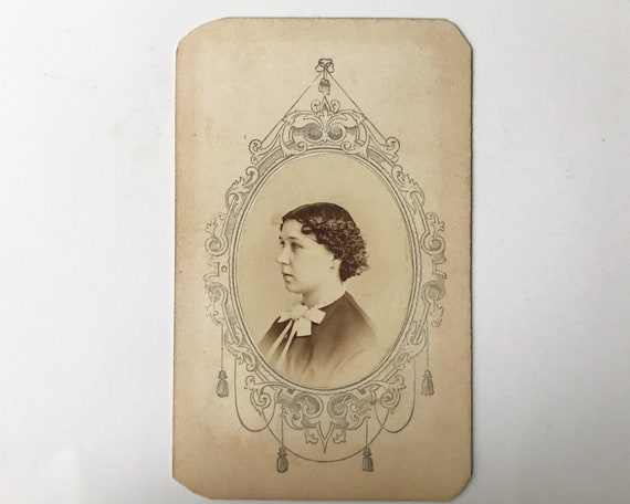 Antique Carte de Visite CDV Photograph of Victorian Woman