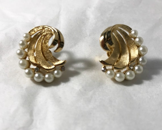 Vintage Mid Century Crown Trifari Clip On Earrings - Faux Pearl, Diamond, and Gold Tone