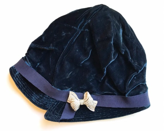 Vintage 1920s Flapper Era Blue Velvet Cloche Hat with Diamante Bow
