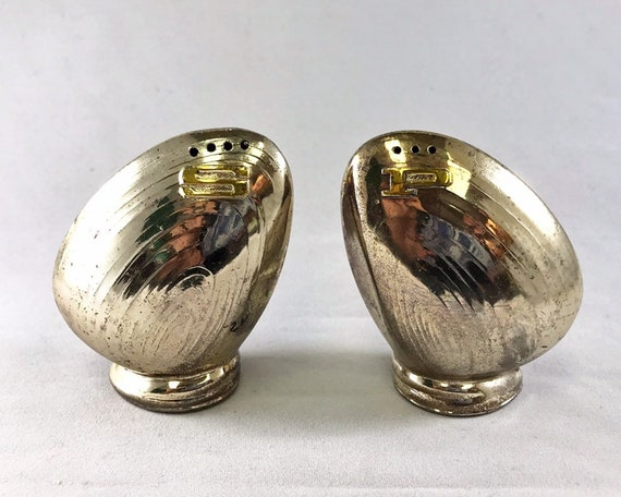 Vintage Made in Japan Silver Metal Novelty Clam Salt & Pepper Shakers