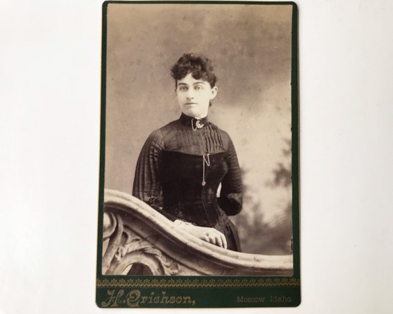 Antique Cabinet Card of Portrait of Young Victorian Woman by H. Erichson, Photographer, Moscow, Idaho