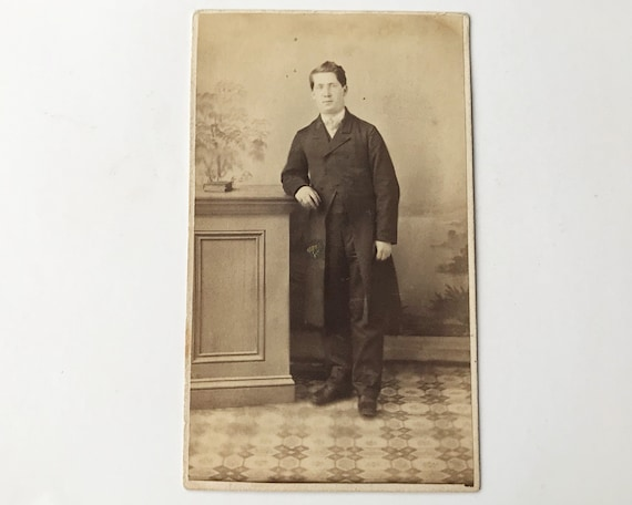 Antique Civil War Era Carte de Visite CDV Photograph of Young Serious Victorian Man