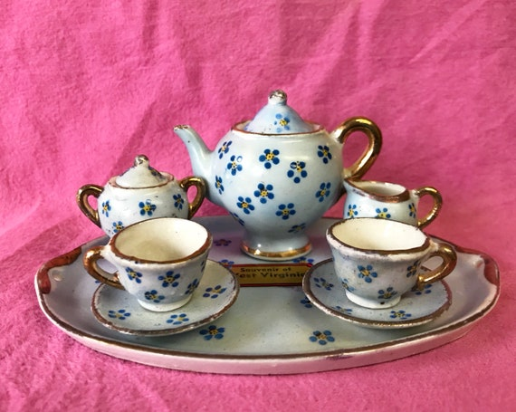 Occupied Japan Miniature Tea Set - Complete Doll's House Tea Pot, Creamer, Sugar and 2 Teacups and Saucers