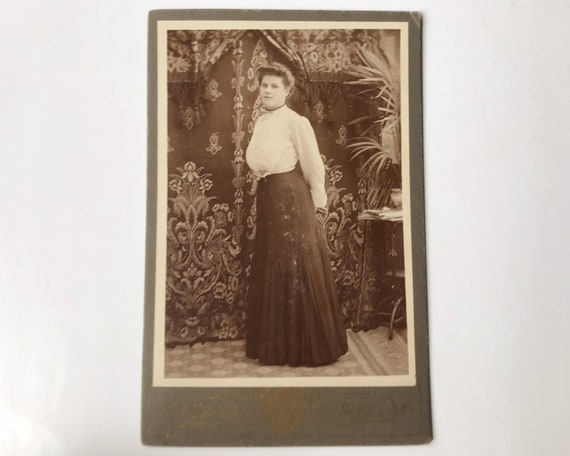 """Antique Cabinet Card of Portrait of Young Woman, W. T. Fitch,  """"Fitch the Photo Man"""" Fort Bragg, California"""