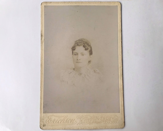 Antique Cabinet Card of Portrait of Young Woman, Moscow, Idaho - Beautiful Back