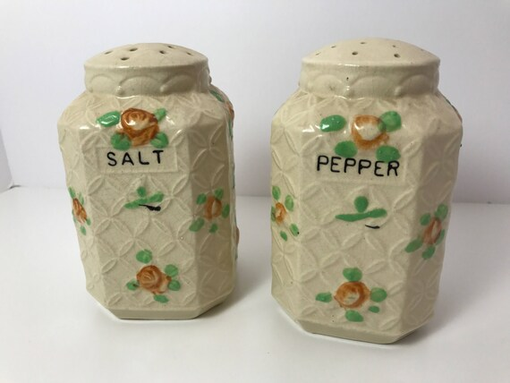 Vintage Kitchen Range Top Salt & Pepper Shakers - Made in Japan during the 1930s - Great Retro Kitchen Cook Top Shakers