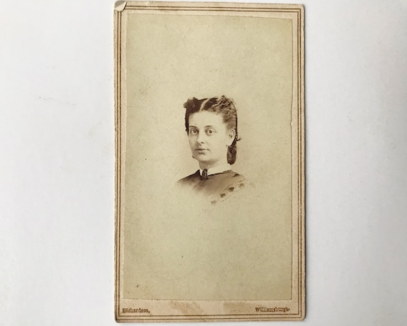 Antique Carte de Visite CDV Photograph of Victorian Woman, Williamsburg, Brooklyn, New York