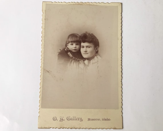 Antique Cabinet Card of Portrait of Beautiful Young Woman and Child , D. K. Gallery, Moscow, Idaho