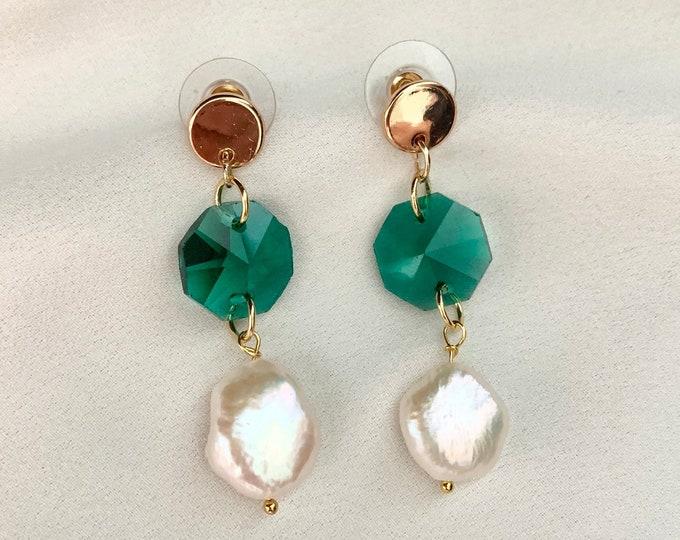 Emerald green glass pearl gold pendant earrings