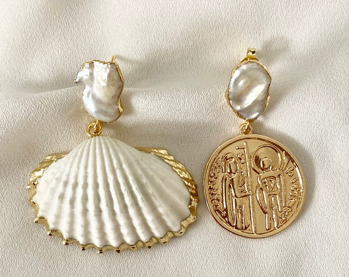 Mismatching gold coin and shell pearl stud earrings