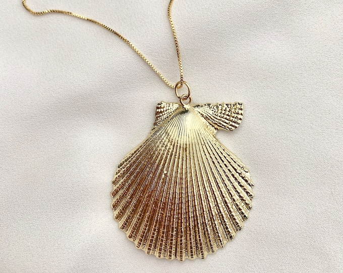 18k gold plated scallop necklace / tropical boho gold necklace / large gold shell necklac