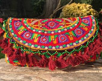 2bb96cdc9fc Kleurrijke Gujarati tas banjara tas, boho tas, boho, festival tas, Afghani  tas, Indiase tas, geometrische, geborduurde tas
