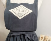 Custom linen apron with handprinted name in vintage graphic! A prefect gift for a birthdays, for mum, granny, daughter, grand daughter
