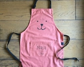 Kids custom kitchen apron hand printed with their own name, in vintage style with plenty of love! A prefect gift for birthdays, christmas..