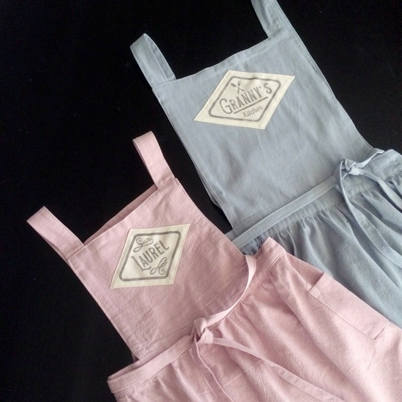 Custom linen apron with handprinted name cottage chic vintage image 0