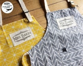 Custom Mr and Mrs apron with your surnames handprinted in vintage style! A prefect gift for an anniversary, valentines, a new home, ...