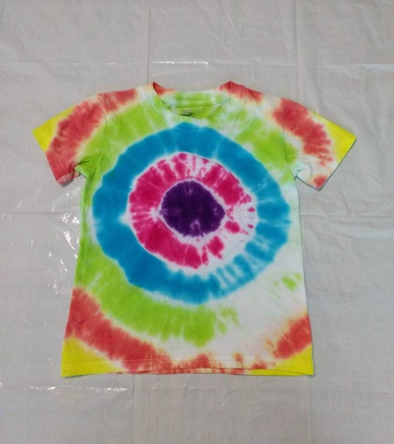 Childrens Size 4T-5T Tie Dyed Bulls Eye T-shirt
