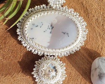 Hand embroidered necklace in Dendrite Opal, white and silver glass beads - Handmade, OOAK