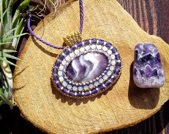 Amethyst embroidered necklace, boho and Miyuki glass beads purple, gold and white. Lithotherapy