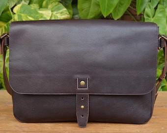 b9af0fe4d2 Classic Messenger - Durable Leather Messenger Bag for Men and Women -  Vintage Leather Laptop Bag
