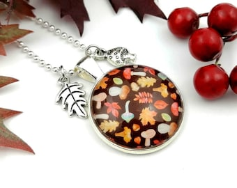 Necklace with mushroom motif, woodland jewelry, ball chain with pendant leaf and toadstool, colorful foliage, delicate sweater necklace, cabochon necklace