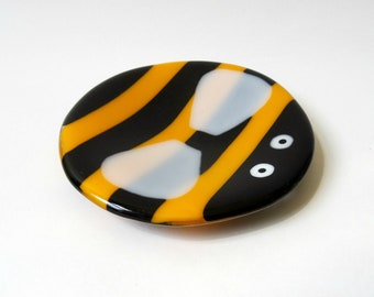 Bumblebee teabag holder, fused glass bee, glass trinket dish, ring dish, bumble bee bowl, gift for her, Christmas gift, teacher thank you