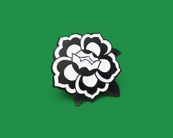 Floral medallion pin / mono
