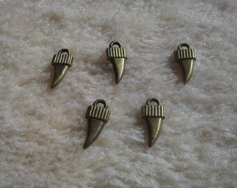 LOT 5 X charms shark teeth